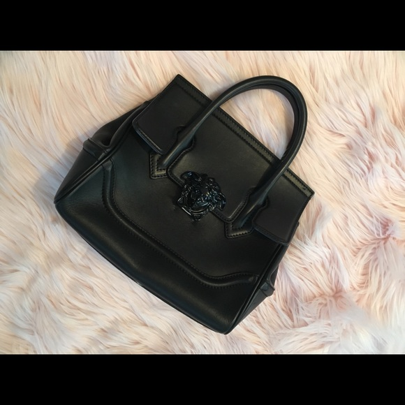 aee146e4fc95 VERSACE palazzo empire bag (medium). M 5acda4435512fdce90d63215